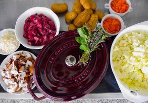 La Cocotte: Spitzkohl-Champignon-Schmortopf mit Lamm_1 | Rezept Dr. Alexa Iwan