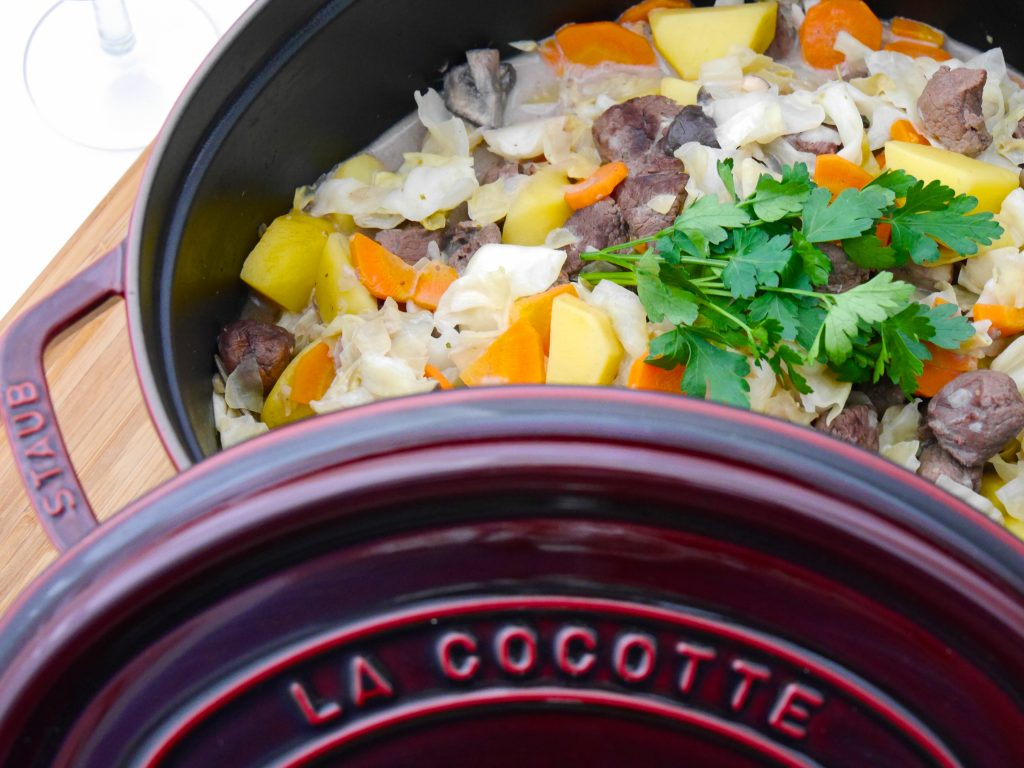 La Cocotte: Spitzkohl-Champignon-Schmortopf mit Lamm_11 | Rezept Dr. Alexa Iwan