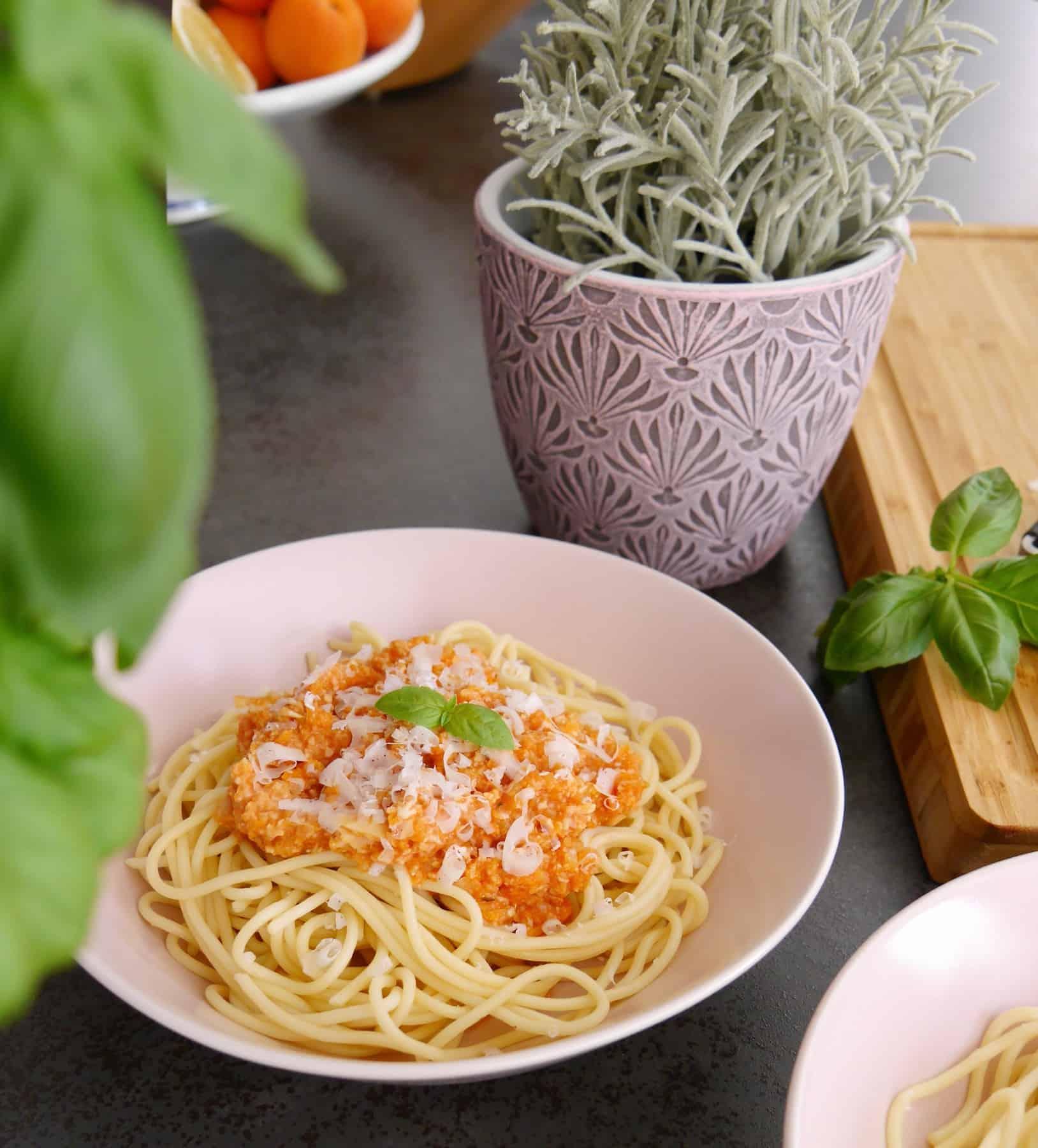 Vegane Bolognese by Dr. Alexa Iwan