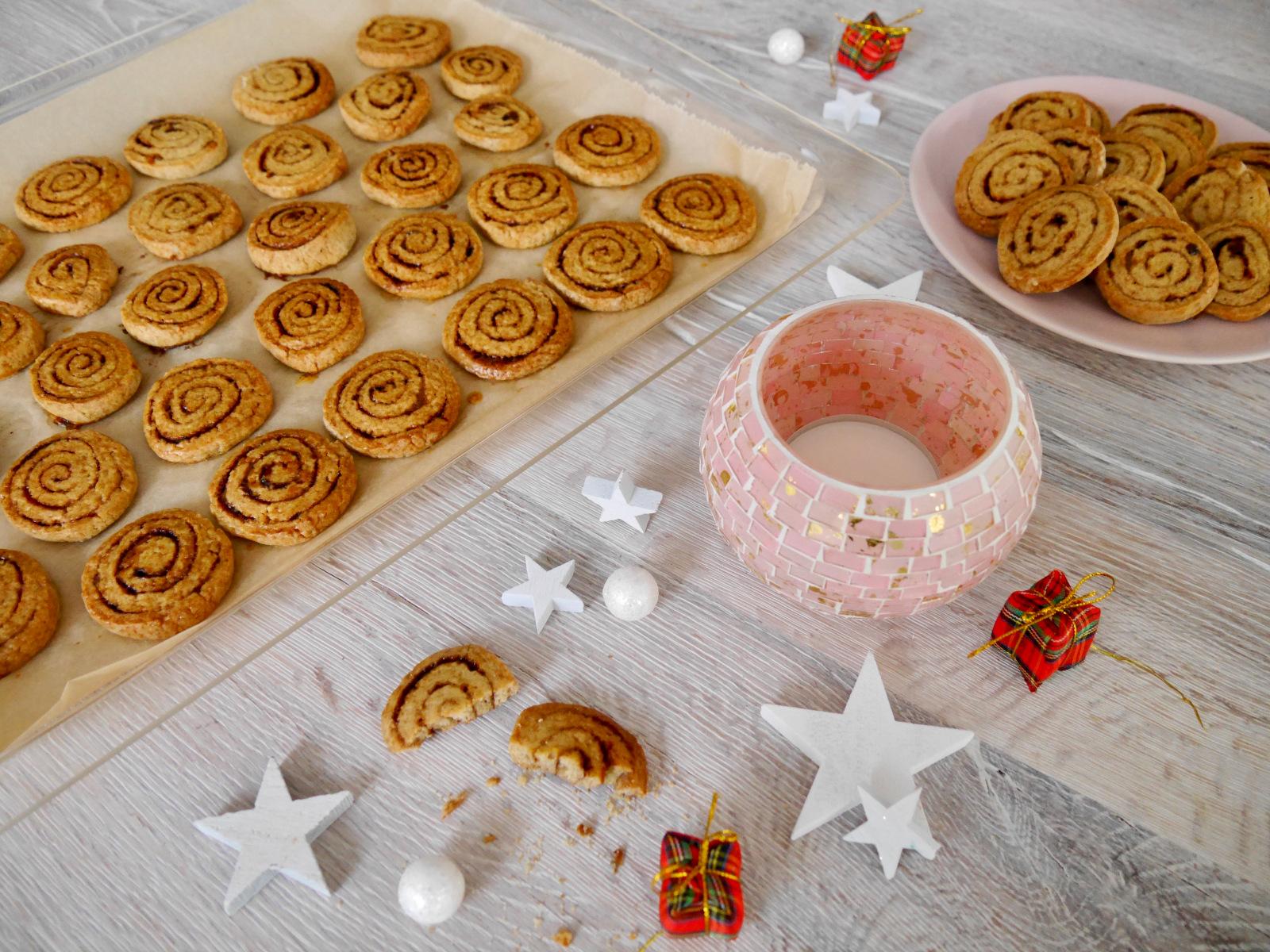 Weihnachtliche Zimtschnecken-Plaetzchen mit Xylit und Vollkornmehl by Dr. Alexa Iwan